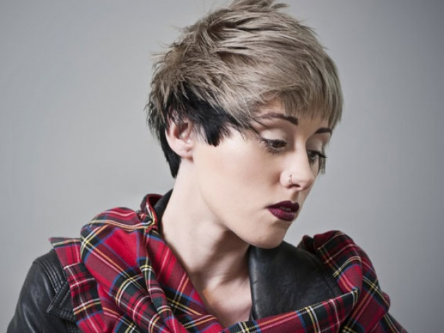 ladies short hair style